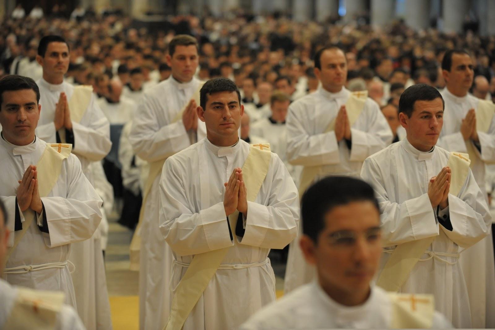 Foto sacerdotes en aceite